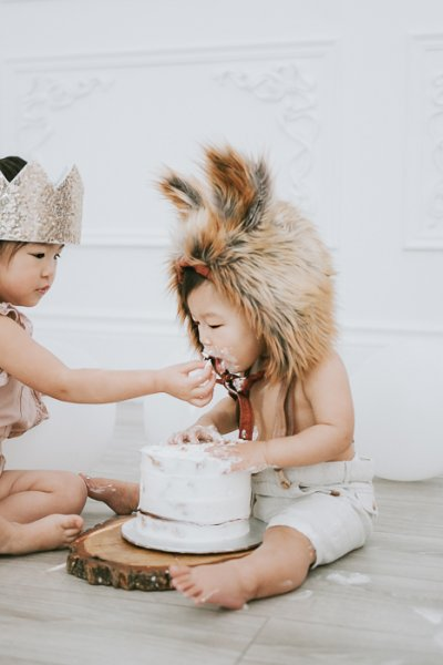 sibling cake smash photographer in Toronto